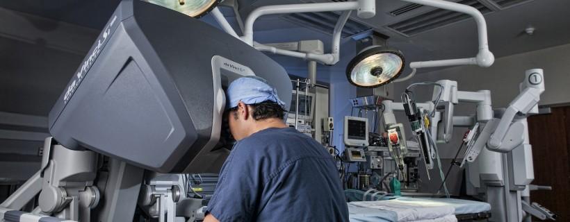 Dr. Evangelidis with the da Vinci Surgical System